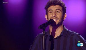 Carlos Torres cantando en 'La Voz 4'
