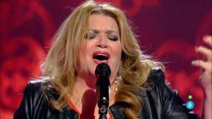 Mayte Maya cantando 'Se nos rompió el amor' de Rocío Jurado